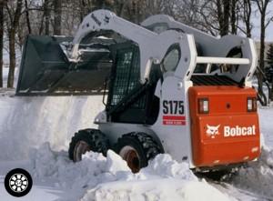 Уборка снега мини погрузчиком в Новосибирске